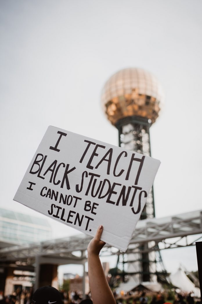 """Placard saying"""" I teach Black students. I CANNOT BE SILENT"""""""